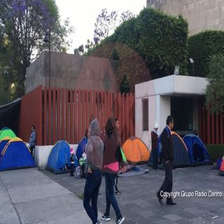 Maestros de la CNTE bloquean San Lázaro