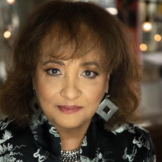 Daphne Maxwell Reid talks career, #freshprinceofbelair reunion and more on #ConversationsLIVE ~ #freshprince #willsmith #auntviv #hbomax