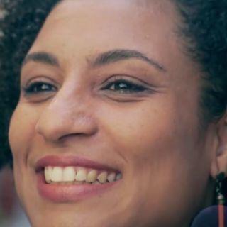 """Brasile, uccisa la """"figlia della Marea"""". Assassinata l'attivista femminista Marielle Franco"""