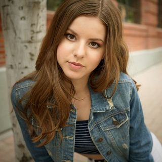 Singer and Songwriter Bella Kaye stops by #ConversationsLIVE ~ #newmusic