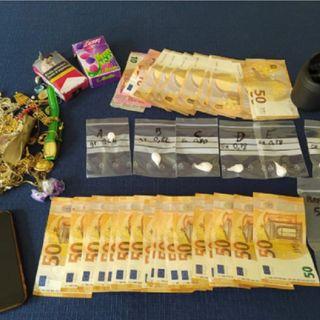 Incontra i carabinieri al bar e s'innervosisce: in tasca aveva 1.300 euro e 10 grammi di coca