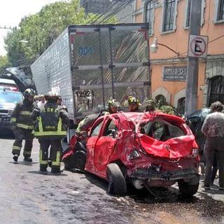 Fuerte accidente en avenida Vasco de Quiroga