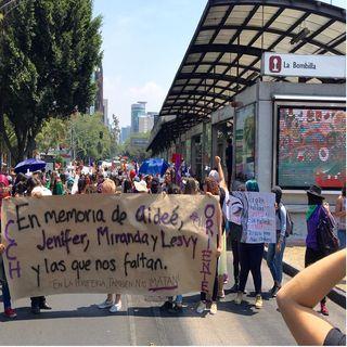 Marchan estudiantes de la UNAM a Rectoría