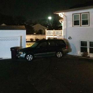Everett Police: Robbery Suspect Drove Van Into Pool