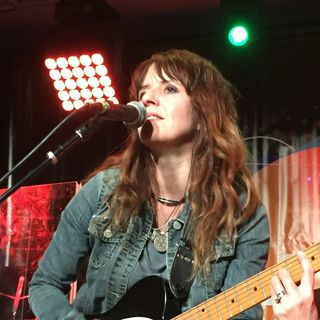 Nikki O'Neill - Soul, Blues & Americana Guitarist and Vocalist
