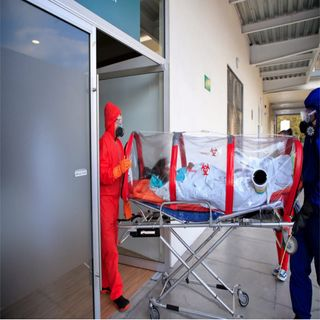 "Sale primer paciente atendido en Autódromo ""Hermanos Rodríguez"""