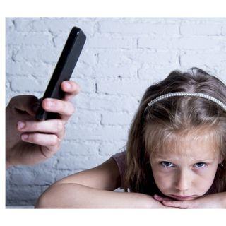 Genitori influencer: come essere adulti autorevoli nell'epoca di internet e del narcisismo