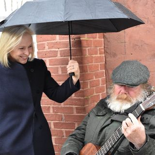 Sen. Kirsten Gillibrand Campaigns In NH, Sings With Street Performer