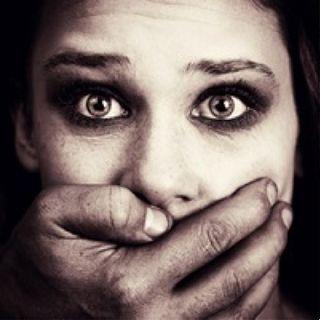 Mille ragazze ogni anno rapite e convertite all'islam con la forza