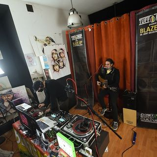 Tito Esposito acoustic live session - Blaze Up live in Cavelab