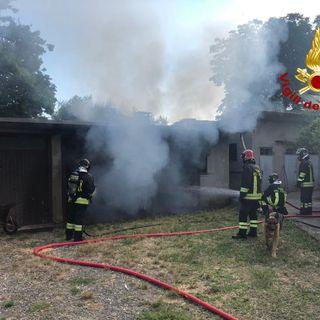 A fuoco una bombola del gas: garage distrutto