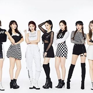Momoland And Itzy E15 - The Serenity's show