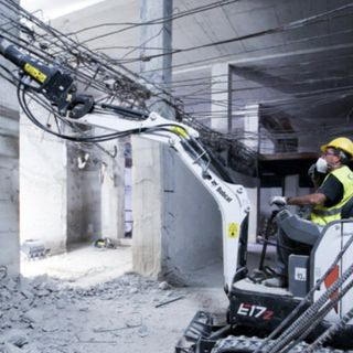 Ascolta la news sui cinque Bobcat impegnati per la demolizione degli interni in centro a Milano