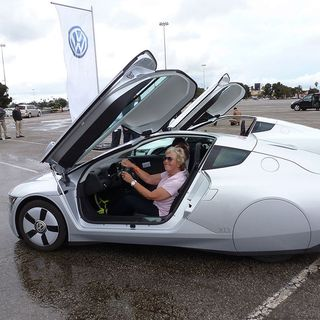 Special Drive: Volkswagen XL1 Concept Car Review by Henny Hemmes