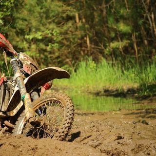 Centauro cade durante un giro con la moto da cross: ricoverato in gravi condizioni