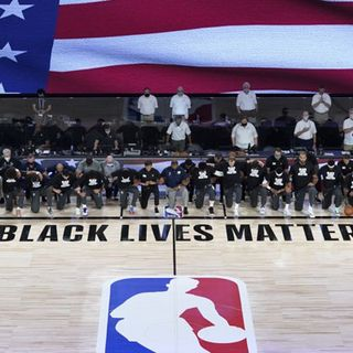 Basket, l'Nba riparte in ginocchio per Black lives matter