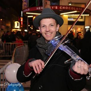 Cutting-edge violinist Asher Laub from Buffalo, NY is my very special guest on The Mike Wagner Show!