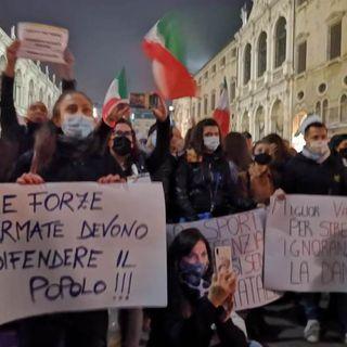 Oltre mille operatori e lavoratori in piazza per la protesta contro il Dpcm di Conte