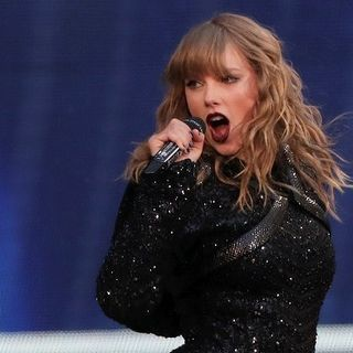 #80: Taylor's politics, Madonna massager, Cher