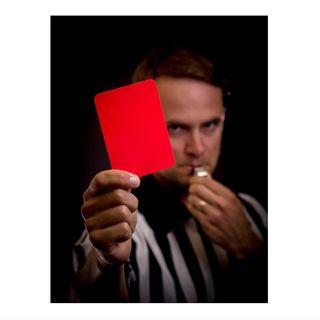 Når fotball-dommer kan få rødt kort