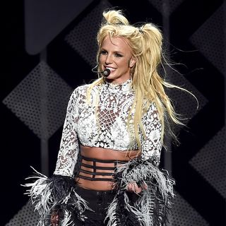 Why Selena Gomez Mom Doesn't Approve of Bieber - Britney Spears NYE Performance & Shocking Percentage Want to Choose Their Own Engagement Ri