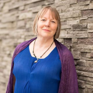 Louise Edington Interview: Merging Astrologywith Other Modalities