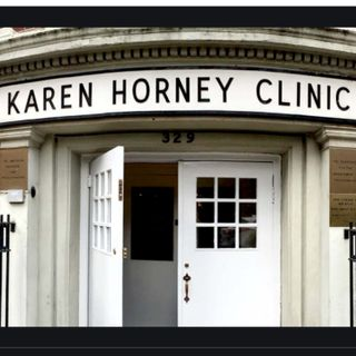 Ep 388: Karen Horney Clinic | Chris Distefano