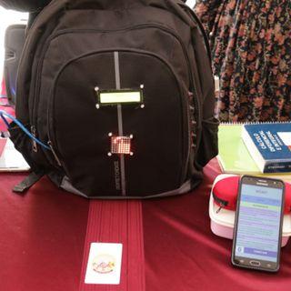 Crean mochila inteligente para no olvidar los útiles