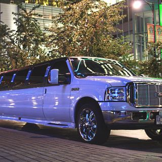 Hire a Luxurious Limousine in Ontario
