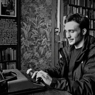 """""""I grandi scrittori non mangiano"""": intervista a Donato Montesano"""