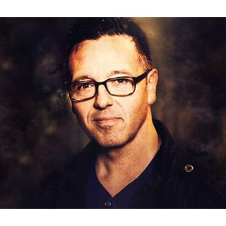 How Psychic John Edward helps to share messages of hope