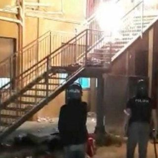 Agrigento, rivolta in un centro d'accoglienza per i migranti. Feriti tre agenti