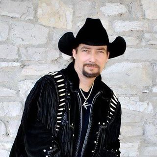 Country singer Kenny Lee returns for this 4th of July special on The Mike Wagner Show!