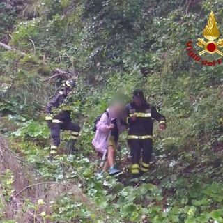 Gruppo di escursionisti si perde in un pendio ripido e scivoloso: salvati dai pompieri