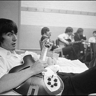 Classicos do Rock Podcast #0673 #GeorgeHarrison #TheBeatles #HappyBdayGeorgeHarrison #ElvisPresley #oscars #dumbo #twd #spiderman #shazam