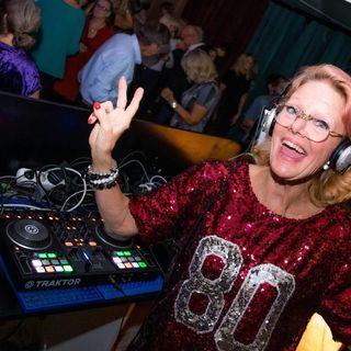 Om natten blir jag DJ Gloria