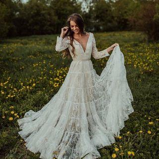 What beach wedding dress is beautiful?