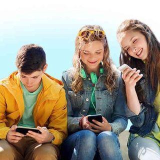 ¿Tu hijo se la pasa en el celular? Esto podría causarle déficit de atención