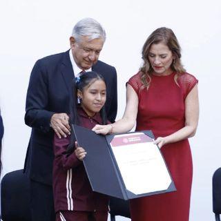 AMLO recibe a ganadores de Olimpiada del Conocimiento