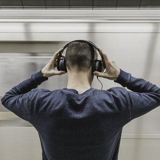 ¿Maltratas mucho tus oídos usando volumen alto?