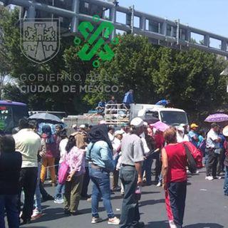 Manifestantes bloquean calz. San Antonio Abad