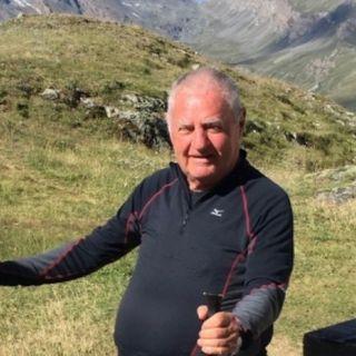 """Lugo dà l'ultimo saluto all'ex sindaco e """"prof"""" Giampietro Carollo, portato via dal Covid"""