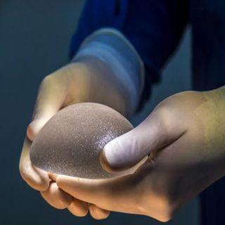 Implantes mamarios causan cáncer