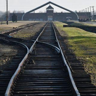 """Modiano: """"Ad Auschwitz eravamo schiavi"""" (di Paola Lo Mele)"""