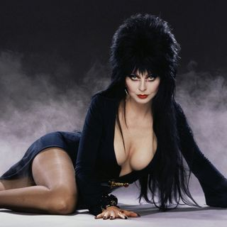 ELVIRA aka Cassandra Peterson - Horror Legend - LIVE