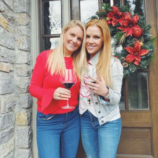 Nashville singers Elizabeth Lyons and Corri English team up Feelin Like Christmas!