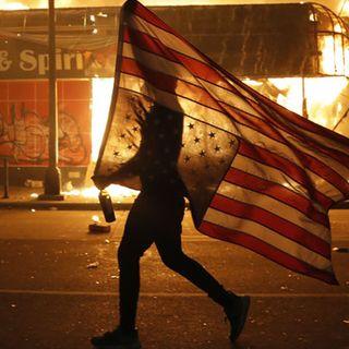 Proteste per la morte di George Floyd, un morto ad Indianapolis. Coprifuoco in 25 città Usa