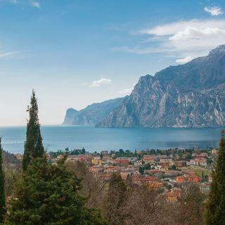 Il bagnino Andrea ci consiglia un'estate sul Lago di Garda