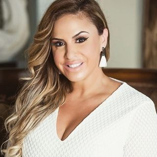 "47: Vanessa Hernandez - Miami Luxury Broker says, ""Do you first! And live your dreams!"""