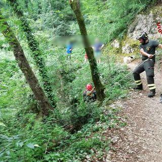 Valdimolino, 15enne cade in un dirupo con l'e-bike: salvato dai pompieri